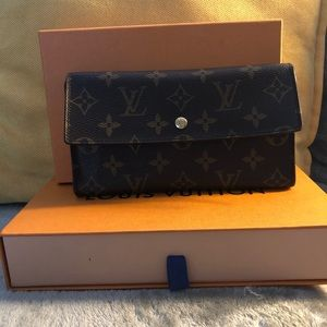 Louis Vuitton Monogram long Wallet.
